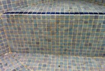 Rénovation des joints creusés d'une piscine carrelée à toulon Var