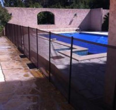 Les barrières filet Bethoveen : une solution sécurité pour votre piscine