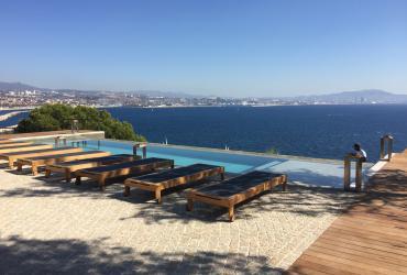 Une piscine béton à débordement sur les hauteurs de l'estaque  (13)