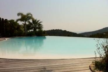 Réhausse de fond d'une piscine, refonte du circuit hydraulique et changement polyesterà bandol 83