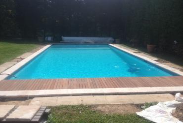 Installation d'une couverture automatique niveau haut à six fours VAR dans piscine existante