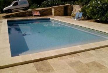 Une piscine traditionnelle à sanary, var