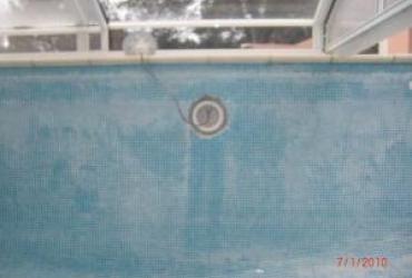 Détartrage du bassin d'une piscine carrelée à brignoles, var