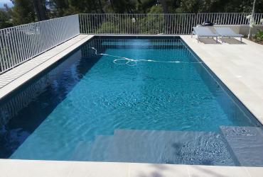 Une piscine béton grise anthracite marseille 8ème