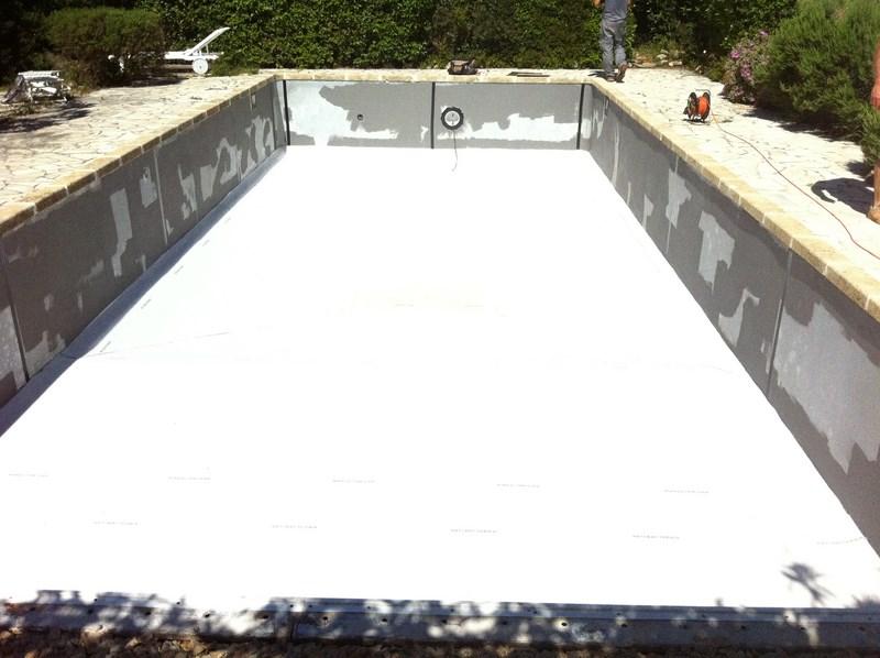 Changement d 39 un liner sur une piscine panneaux au beausset for Renovation liner piscine