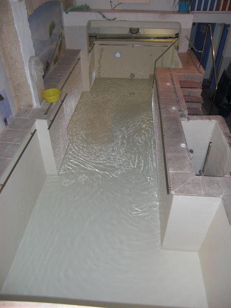 Changement tanch it polyester sur un bassin de kin toulon for Bassin piscine polyester