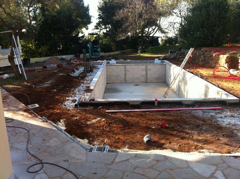 Piscine en b ton liner arm gris anthracite la valette for Piscine beton liner