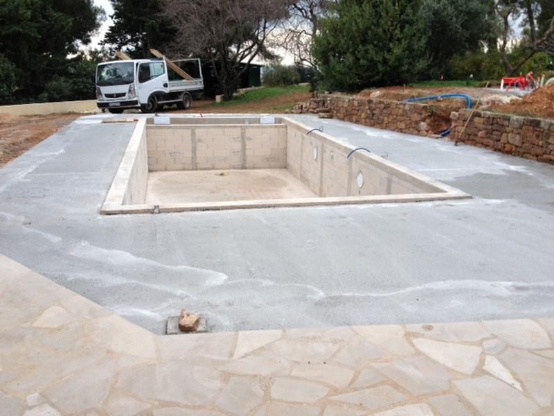 Piscine en b ton liner arm gris anthracite la valette for Ceinture beton piscine