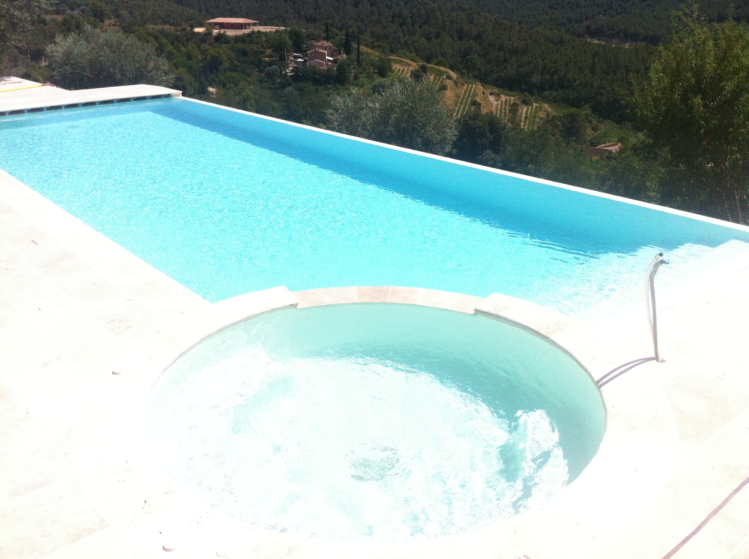 Construire sa piscine sur mesure construction de piscine for Construction piscine