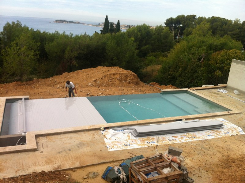 Une piscine d bordement bandol var for Construction piscine debordement
