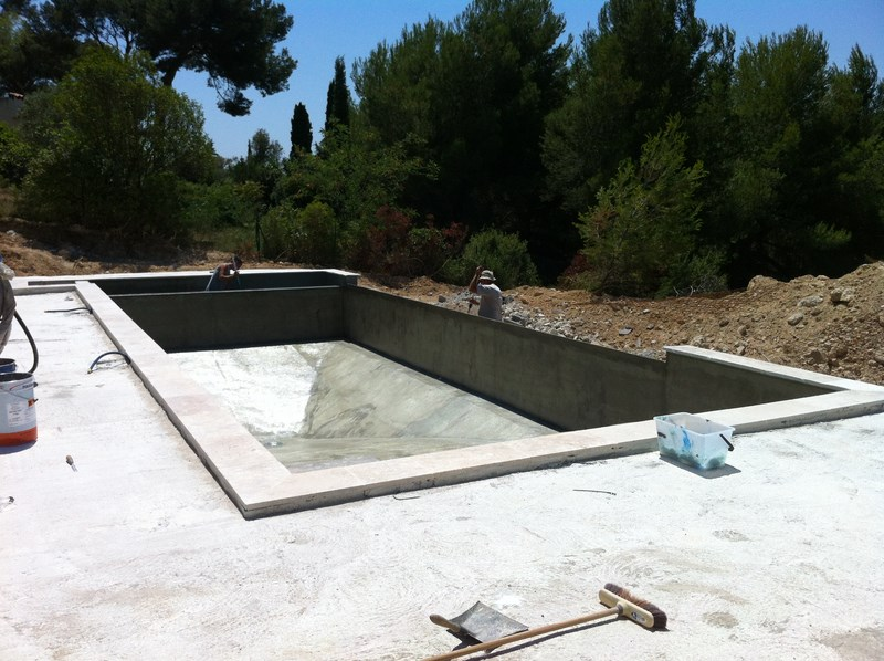 Une piscine d bordement bandol var for Bassin a debordement
