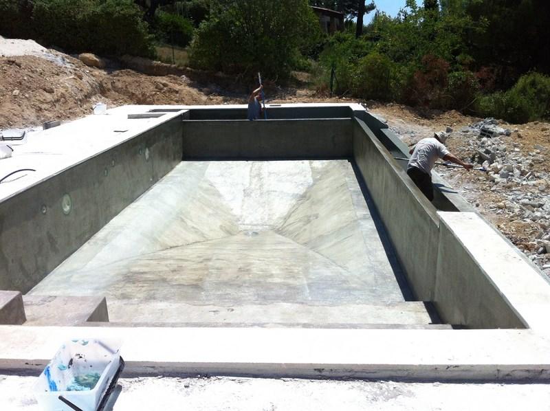 Une piscine d bordement bandol var for Piscine avec local technique integre