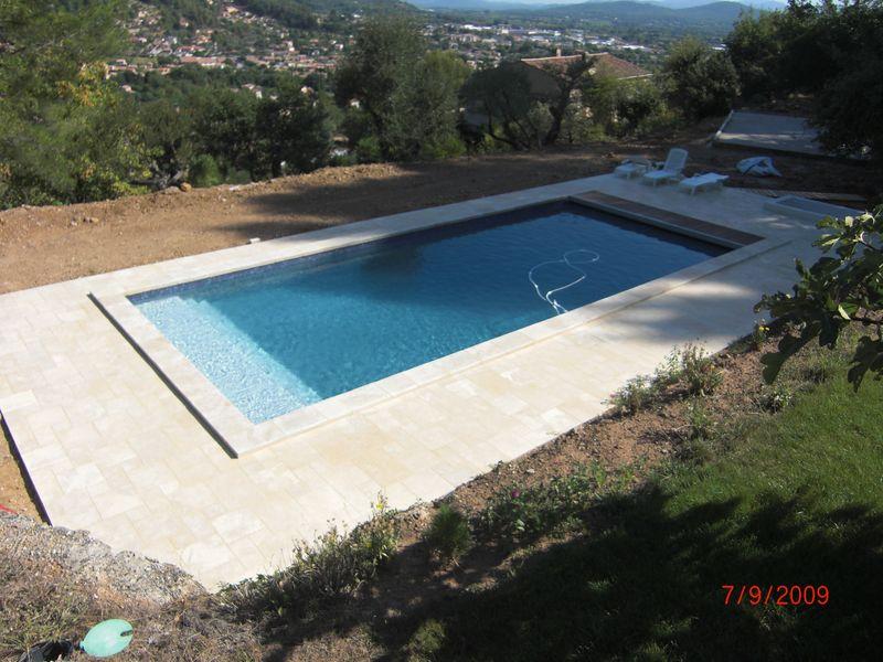 Un volet roulant piscine immerg e chantier solli s pont for Piscine 83