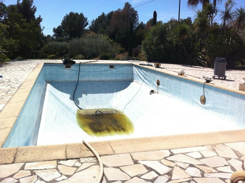 La pose d 39 un liner arm vert cara be sur une piscine au for Liner blanc piscine