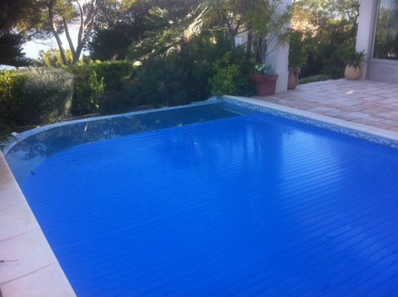 Un volet automatique chauffant mat riel de piscine et for Volet piscine automatique