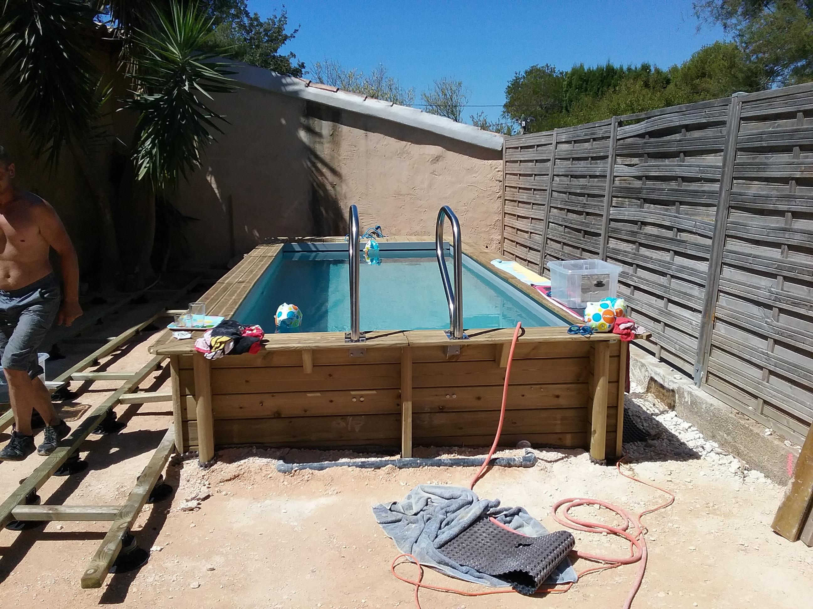 Une petite piscine en bois construction de piscine toulon var bandol - Petite piscine en bois ...